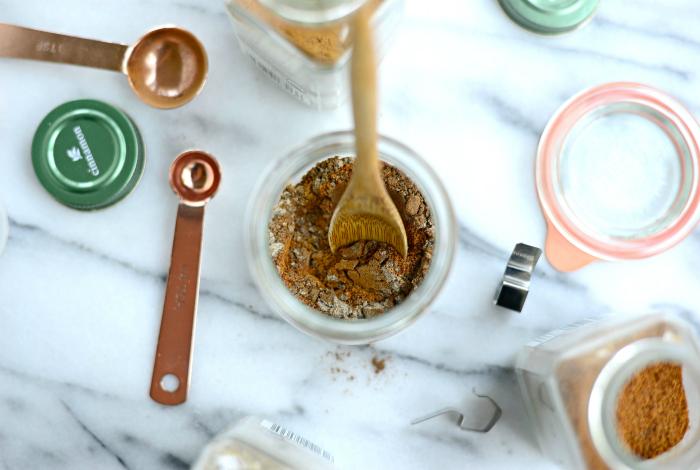 Ароматная смесь соли со специями.