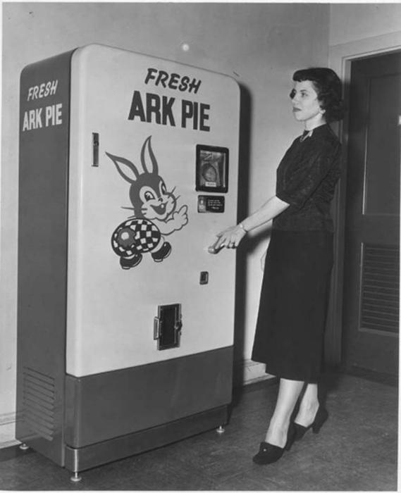 Автомат со свежими пирогами.