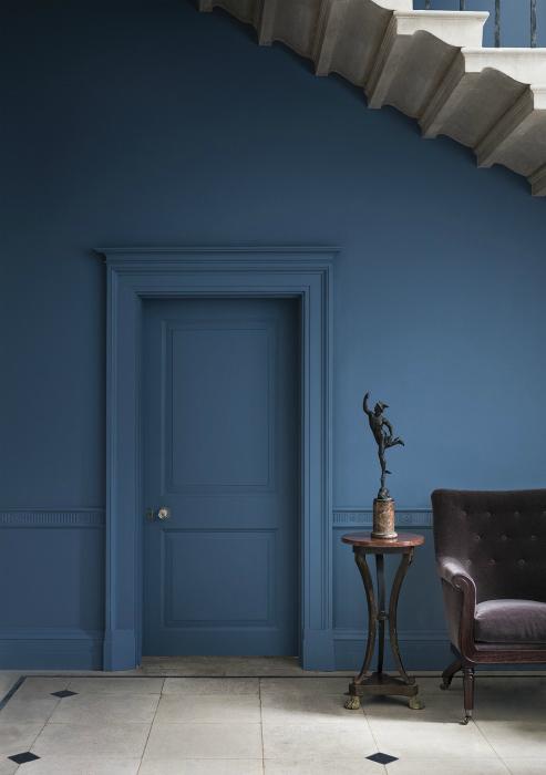 Темно-синяя гостиная.