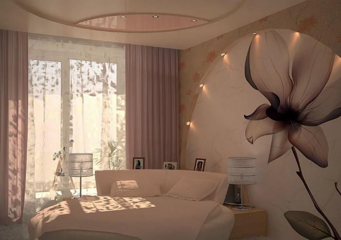 Уютная спальня с многоуровневым потолком и акцентной стеной.