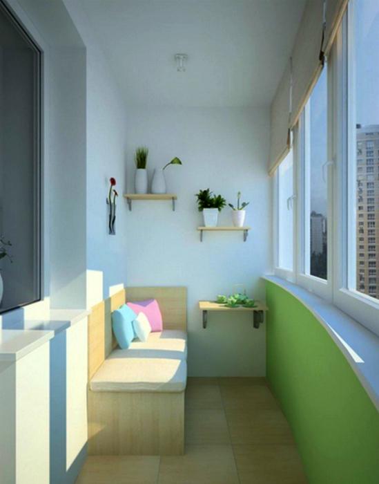 Угловой диванчик и полки в интерьере застекленного балкона.