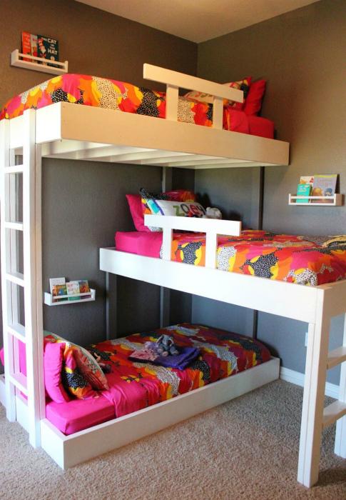 Трехъярусная кровать. | Фото: Pinterest.