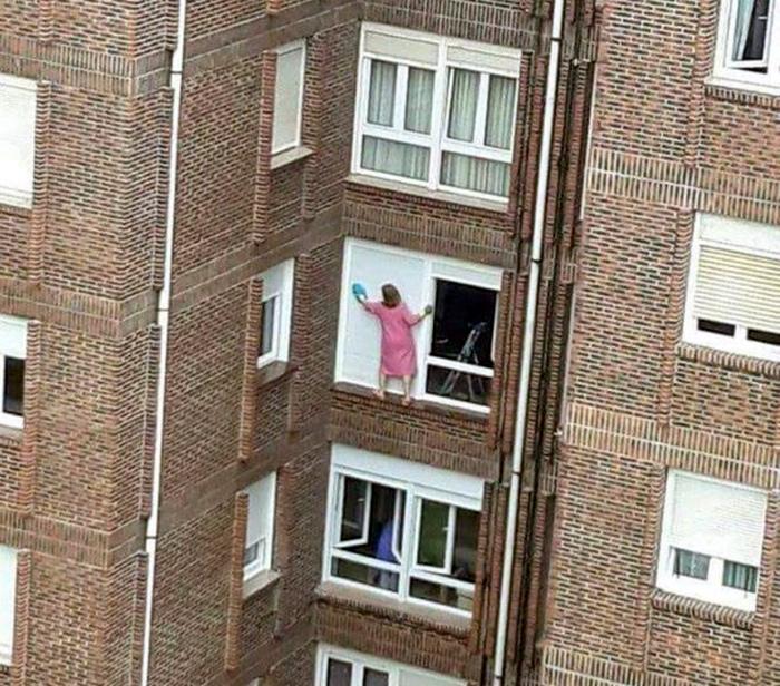 По мнению Novate.ru, кто-то тут слишком хорошая хозяйка. | Фото: Вообще, ОГОНЬ!
