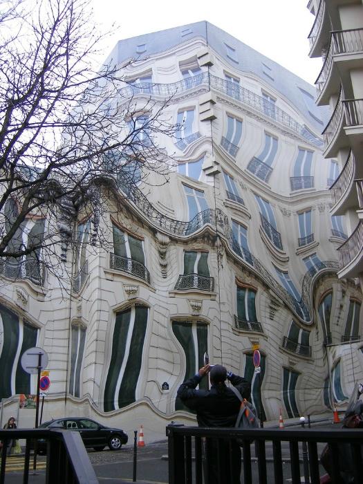 Здание эпохи Османна в Париже.
