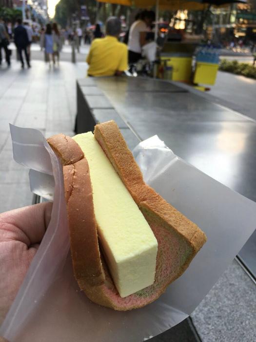 Мороженое в хлебе. | Фото: Тролльно.