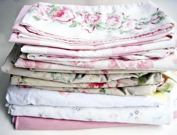 Постельное белье и полотенца. | Фото: Полезные советы.