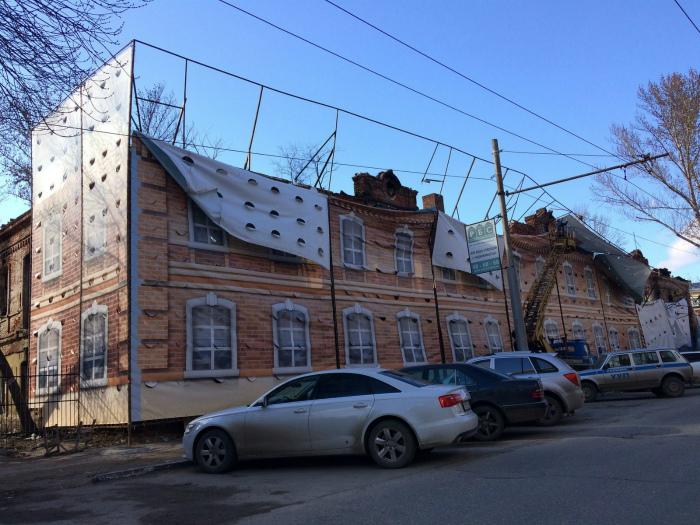 По-мнению Novate.ru, с этим домом что-то не так... | Фото: Пикабу.