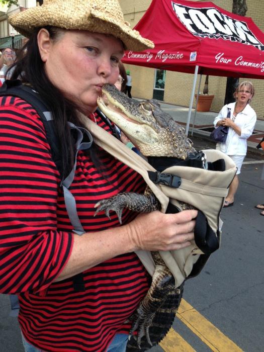 Крокодил в кенгурушке.