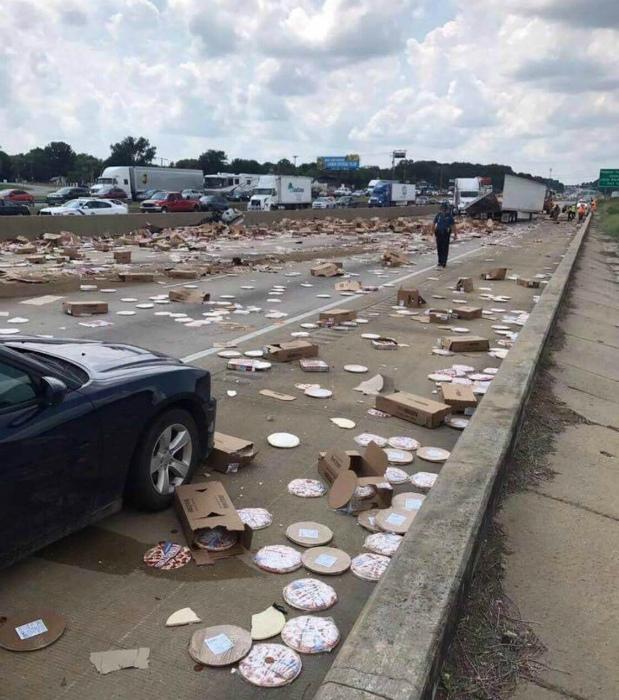 Тот случай, когда еда валяется на дороге. | Фото: Reddit.