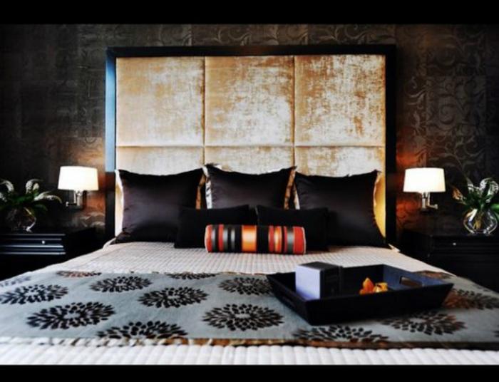 Потрясающее мягкое изголовье с декоративными буфами добавит спальне роскоши и благородства.