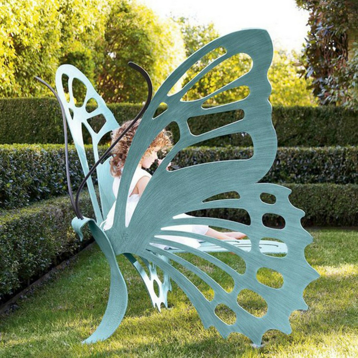 Потрясающая лавка в виде огромной бабочки.