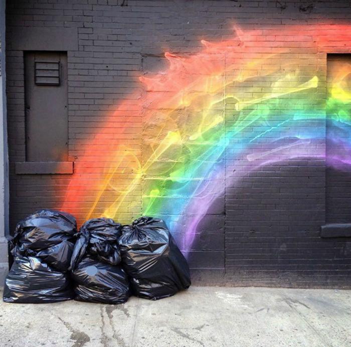 Радуга из мешков с мусором.