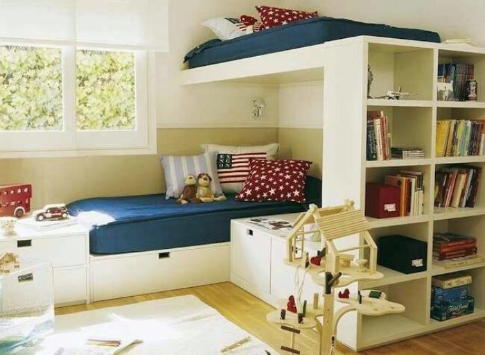 Двухъярусная кровать-стеллаж.