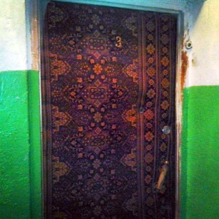 Уникальный дизайн входной двери.