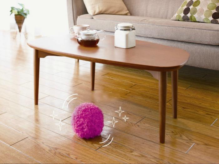 Уборка может быть веселой. Автоматический мячик- пылесос из микрофибры, который притягивает к себе мусор.
