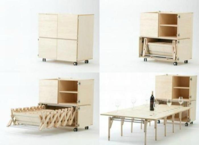 Огромный раскладной стол, который легко складывается в шкаф.