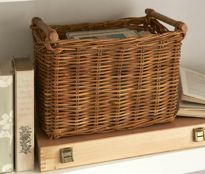 Плетеные корзины для хранения вещей.