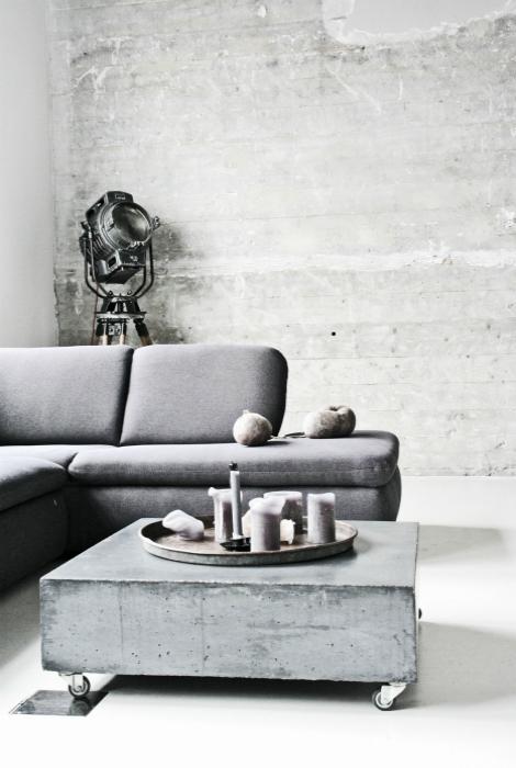 Кофейный столик из бетона.