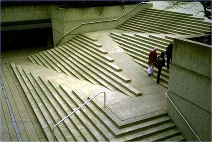 Лестница с пандусами.