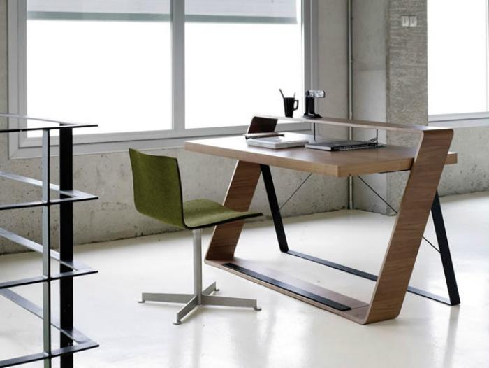 Оригинальный письменный стол.