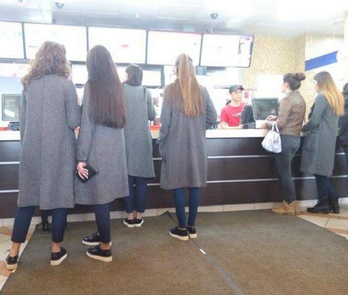 Любители серых пальто.