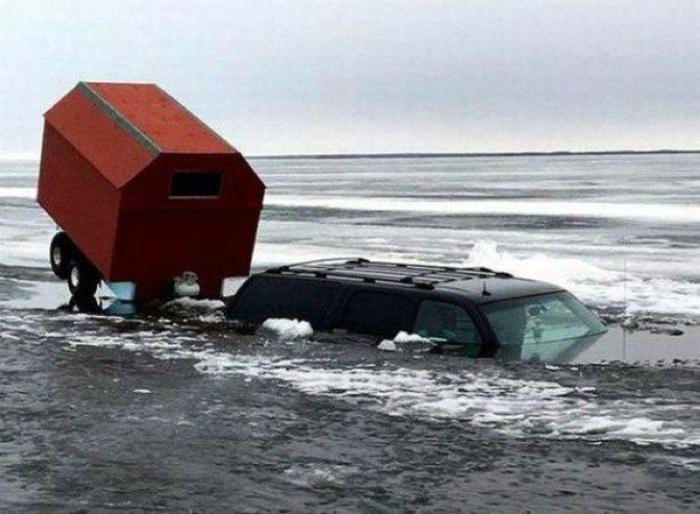 «А что это не плавающий автомобиль!?»
