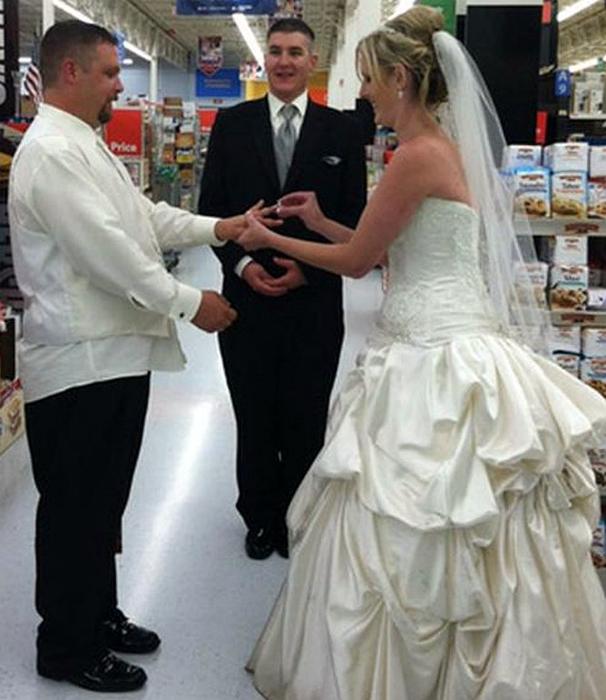 Свадьба в супермаркете.