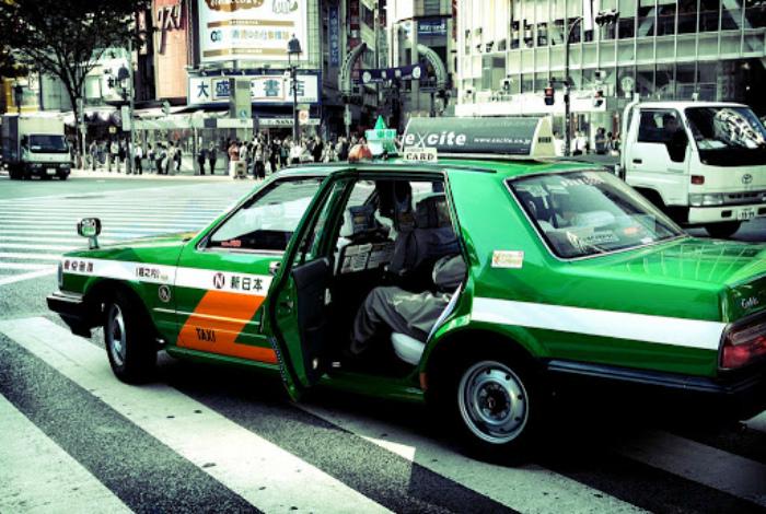 Такси с автоматическими дверями. | Фото: Lifter.