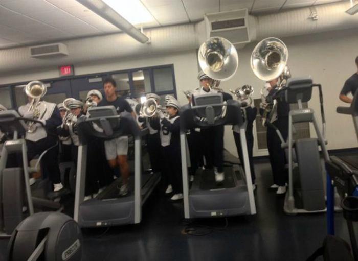 Спорт под звуки оркестра.