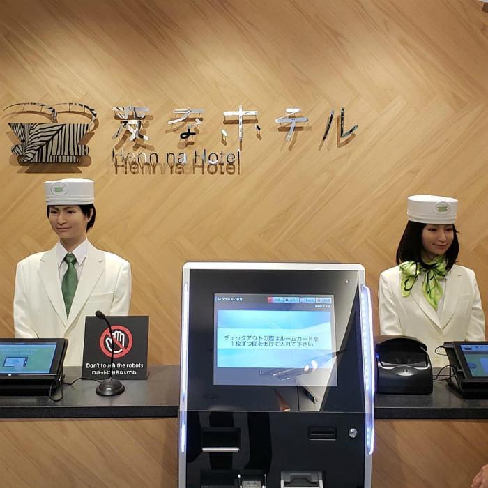 Отель с администраторами-роботами.