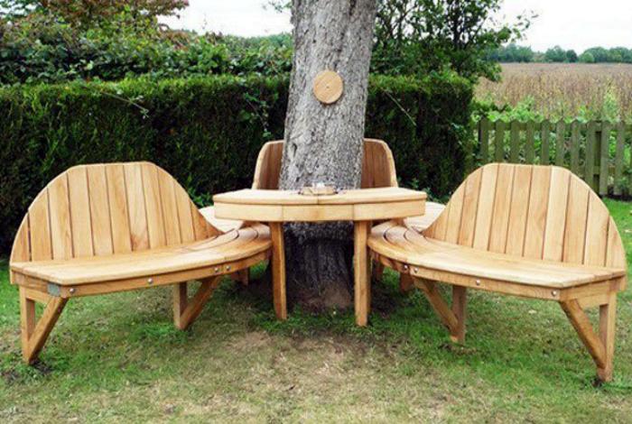 Садовый гарнитур из дерева.