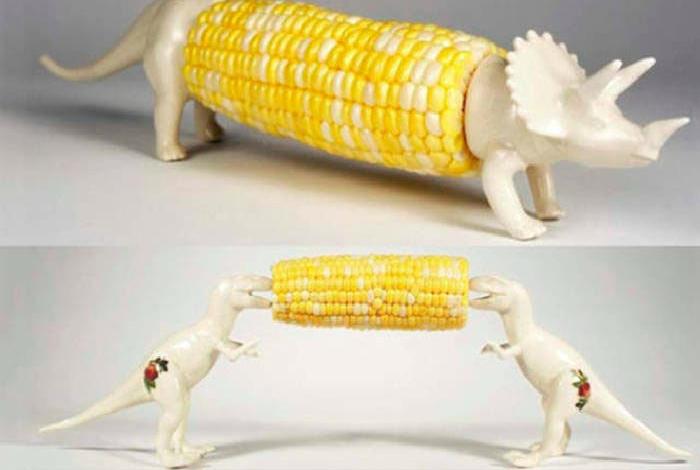 Забавные фигурки, которые помогут насладиться варенной кукурузой не запачкав руки.