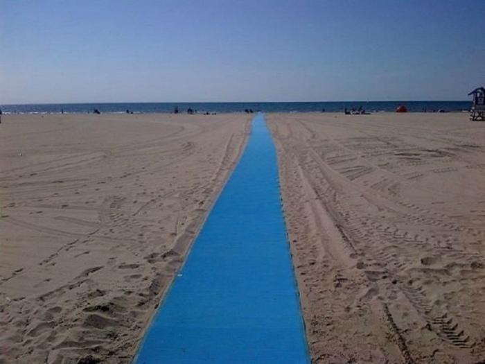 Пляжная дорожка для колясок.