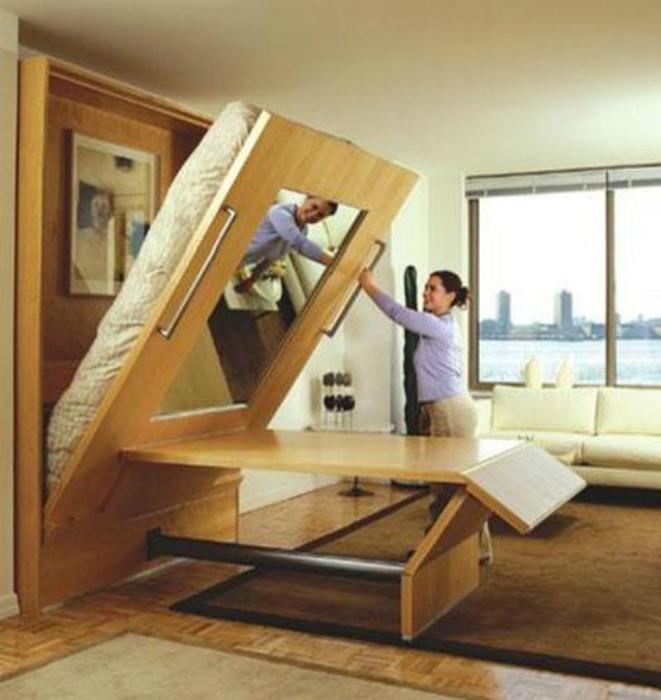 Стол под кроватью. | Фото: SoNuit.