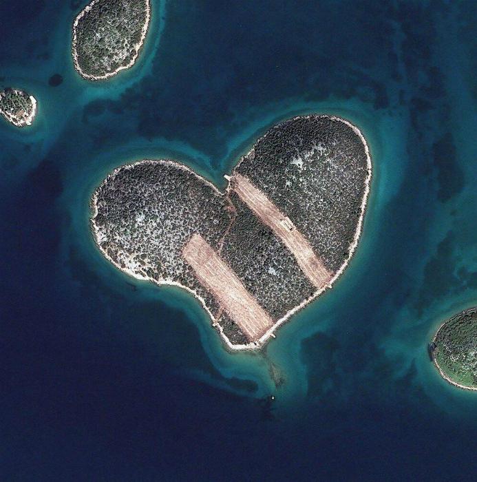 Остров в виде сердца у побережья Хорватии.