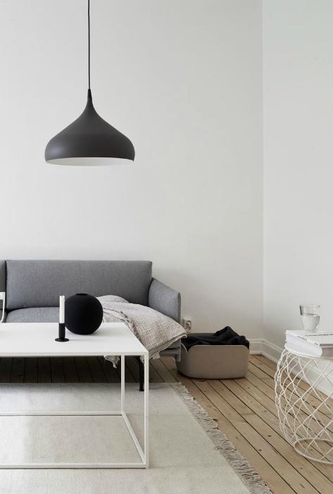 Пустые белые стены в минималистичном интерьере. | Фото: Kvarteret Mäkleri.