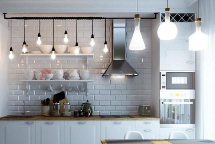 Используйте светильники разных уровней. | Фото: Альбом дизайн кухни.