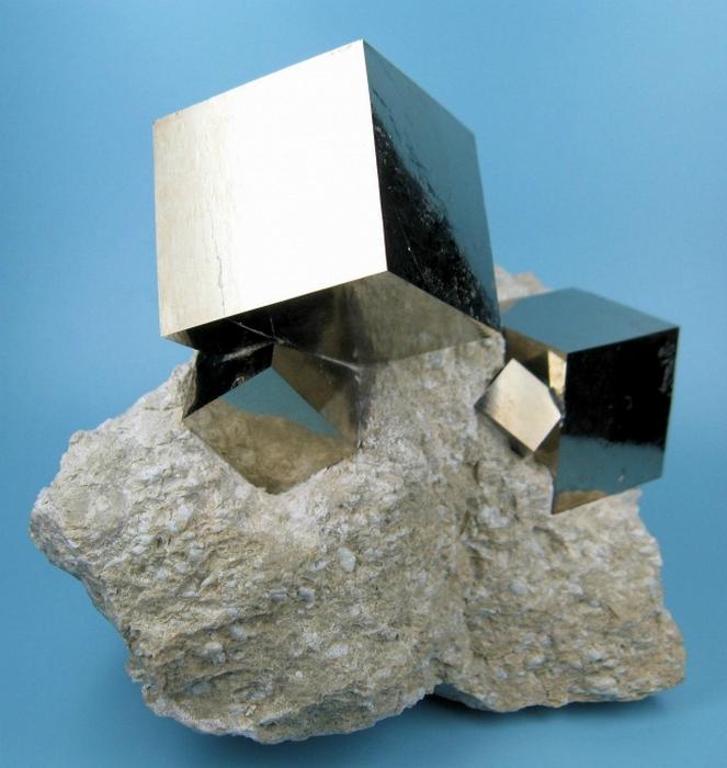 Идеально ровные кубические кристаллы, которые сделала сама природа.