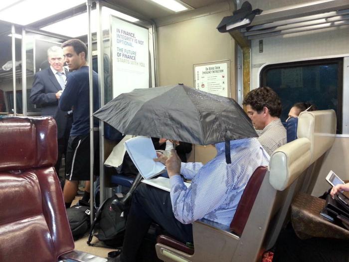 Человек с зонтом.