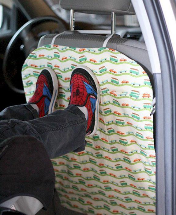 Защитный чехол для спинки переднего сидения.