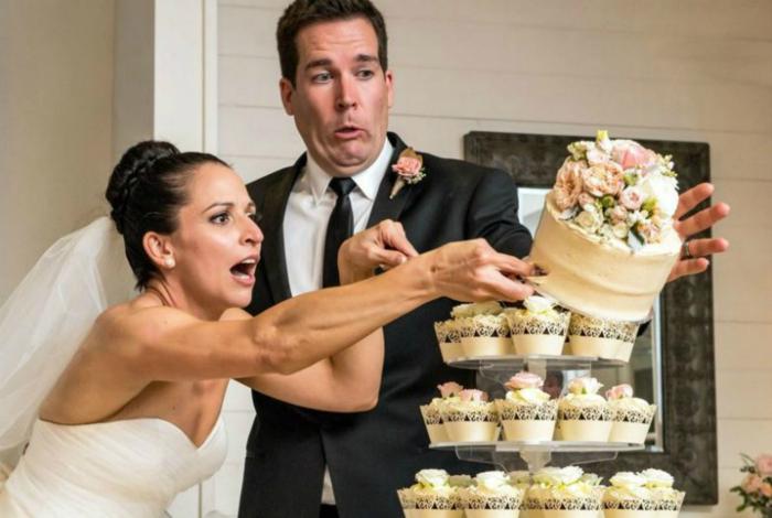 Крушение торта.