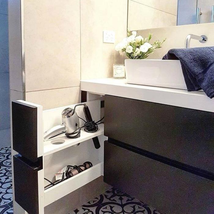 Вертикальный шкафчик с ячейками. | Фото: Pinterest.