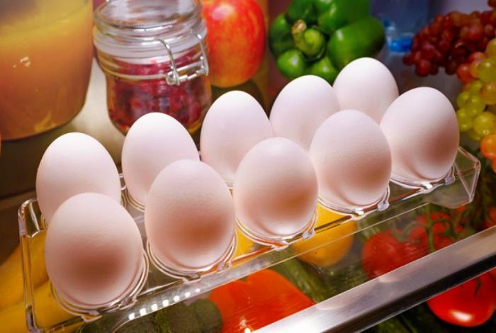 Хранение яиц в холодильнике.