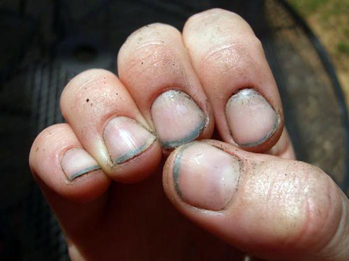 Защитить ногти от грязи.