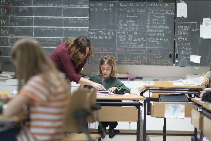 Зарплата учителя. | Фото: Barfi.ch.