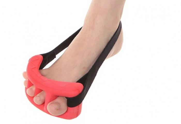 Устройство для выпрямления пальцев на ногах.