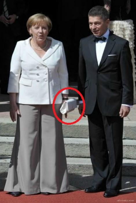 Ангела Меркель и летающая сумка.