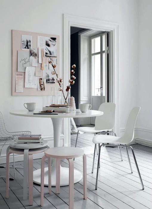 Элегантная столовая в белом цвете.
