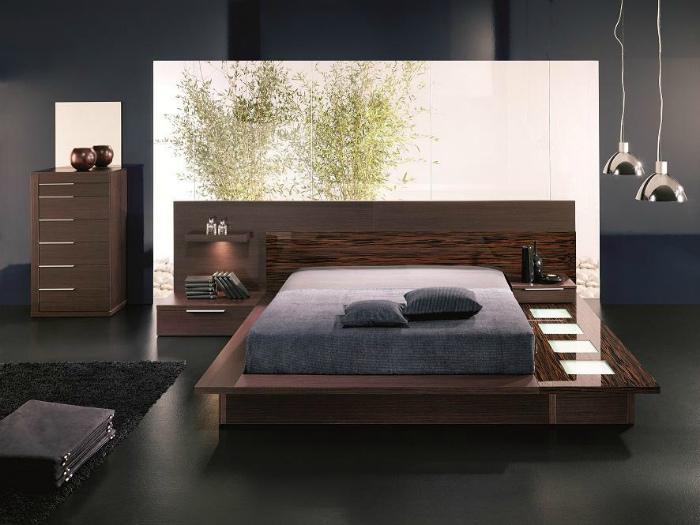 Кровать, утопленная в подиум.