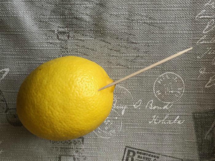Несколько капель лимонного сока. | Фото: Дом и Хобби.